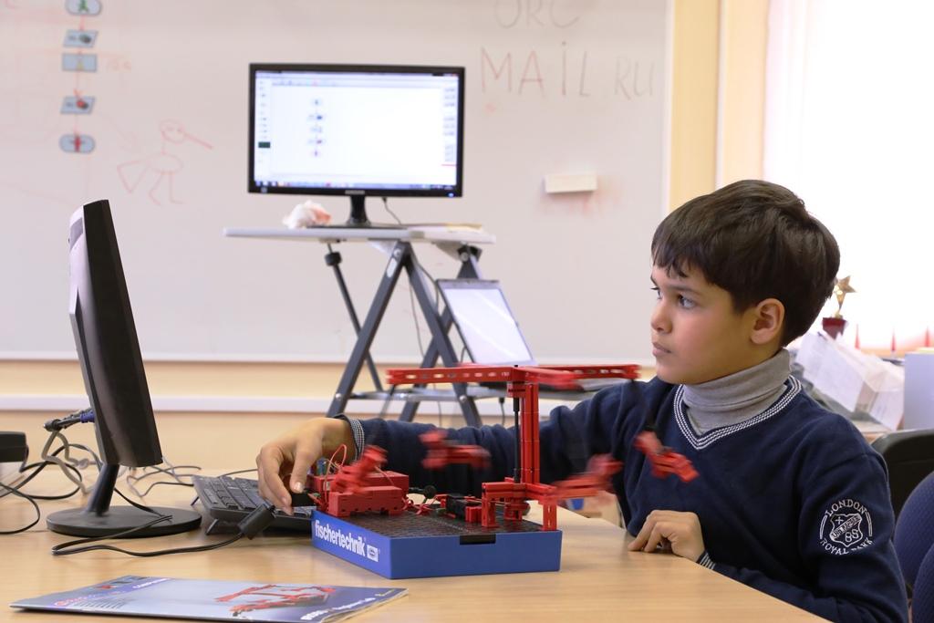 Изучаем технлогии управления роботами на занятиях РОБОКУРС